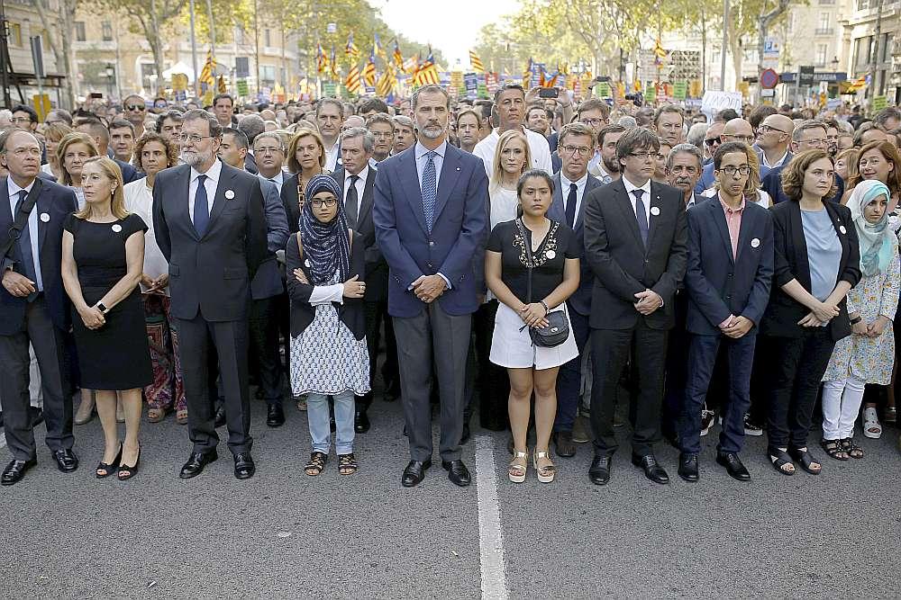 Gājiena dalībnieku vidū bija arī Spānijas karalis Felipe VI un premjerministrs Mariano Rahojs.