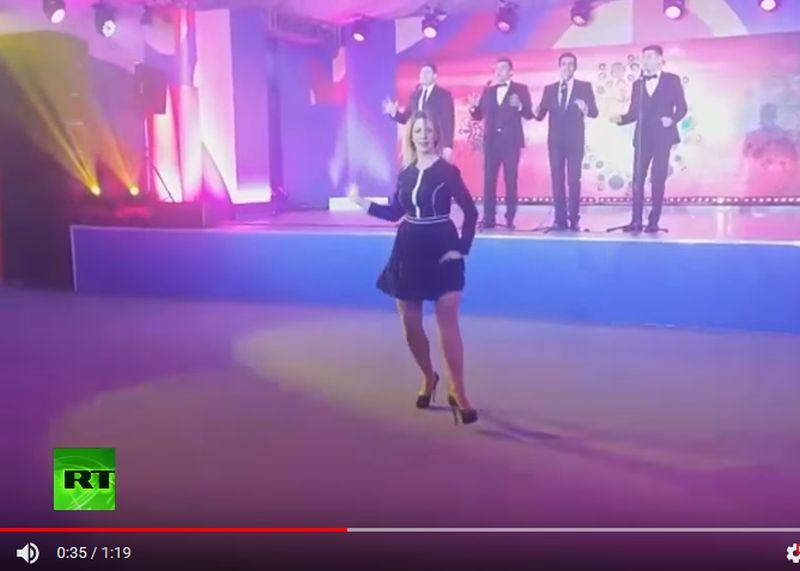 """Krievijas Ārlietu ministrijas oficiālā pārstāve Marija Zaharova dejo """"Kaļinku"""""""