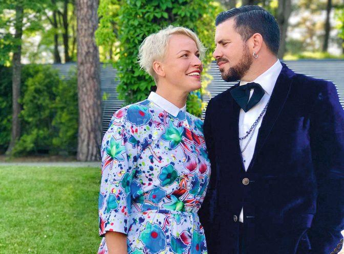 Intars ar sievu Ingu. Viņi apprecējās 2001. gadā un laiduši pasaulē jau trīs atvasītes.