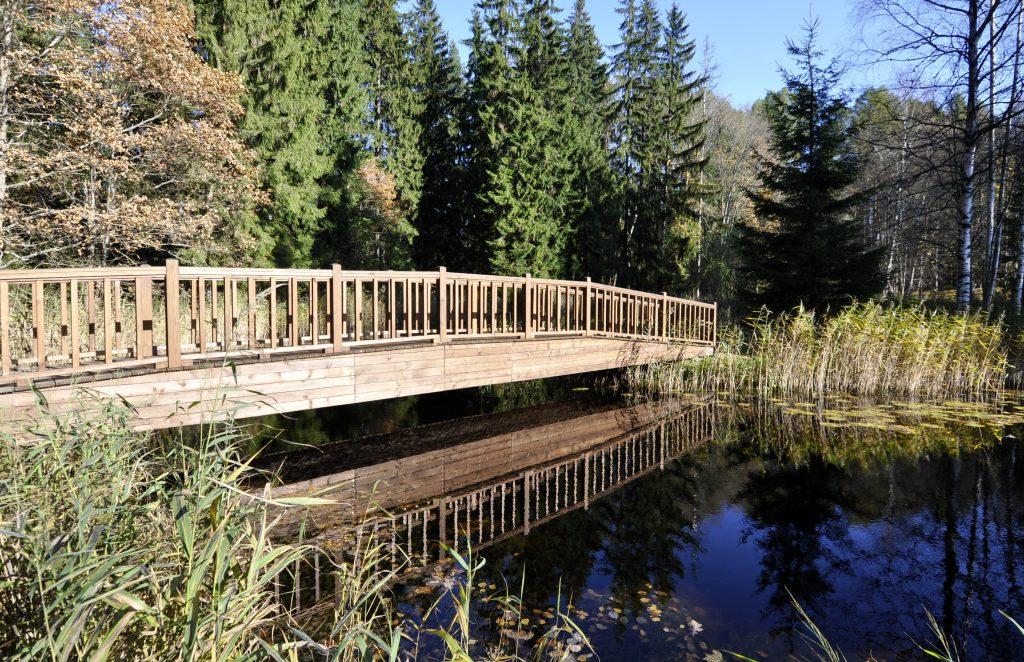 Tiltiņš Lūznavas muižas parkā