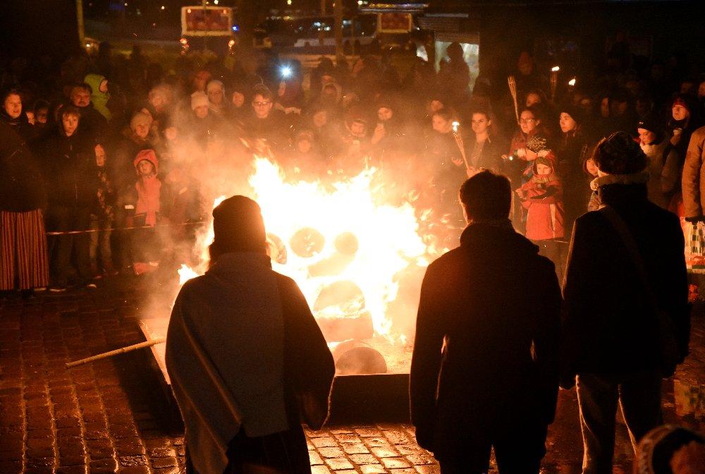 Latviešu Strēlnieku laukumā notiek pasākums par godu Lāčplēša dienai.