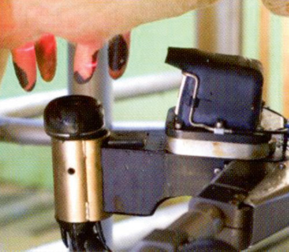 Slaukšanas robota DeLaval VMS stobriņu uzlikšanas vadības sistēma.