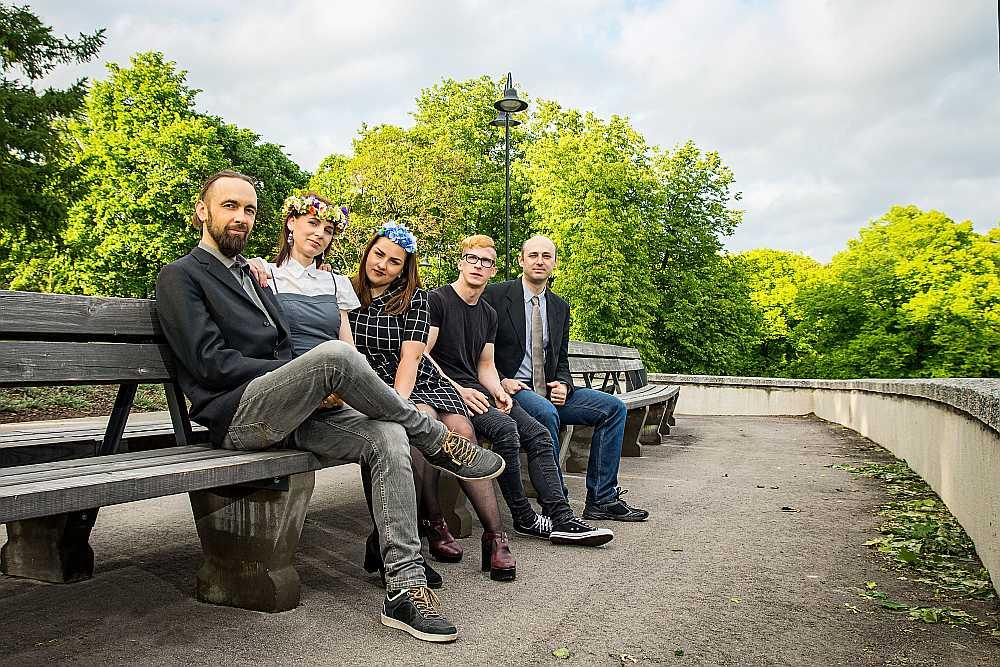 No kreisās: Raitis, Dagnija, Melita, Rihards un Raivo.