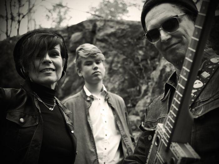 "Mūziķu trio ""Honey B. Family"" no Somijas."