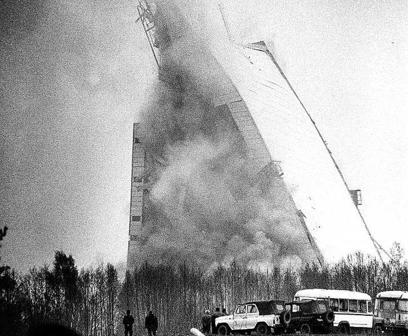 Simboliska bija arī Skrundas radiolokācijas stacijas jaunās ēkas uzspridzināšana 1995. gada 4. maijā.
