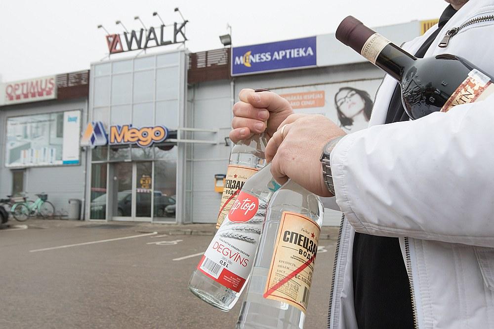 Igauņus, dažkārt arī somus, Valku apmeklēt rosina izdevīgās alkoholisko dzērienu cenas, kas izveidojušās Latvijā un Igaunijā noteiktā atšķirīgā akcīzes nodokļa dēļ.
