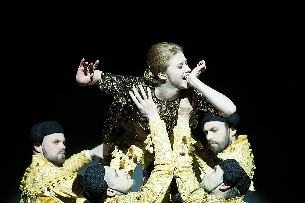 Gan Oskara Vailda lugā, gan Viestura Kairiša iestiudējumā Salome (Agnese Cīrule) kļuvusi par simbolu sievietes destruktīvajai seksualitātei.