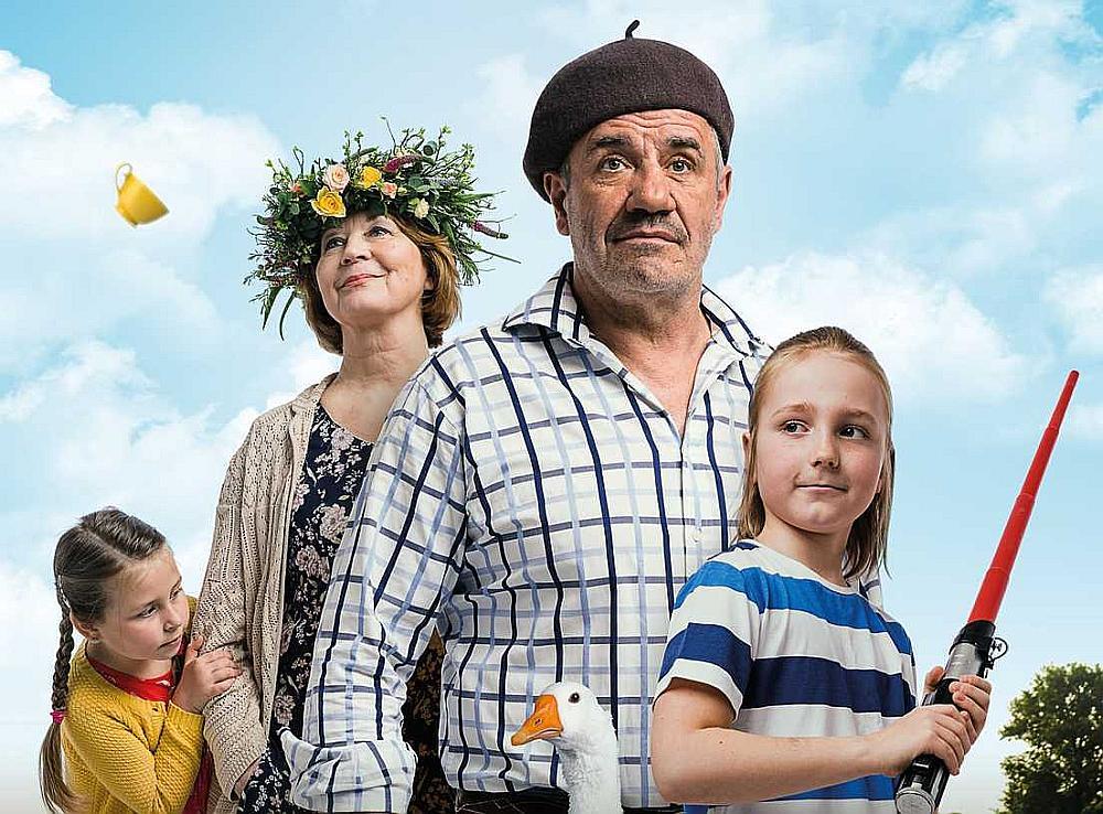 """Līdzšinējās ģimenes filmas programmā """"Latvijas filmas Latvijas simtgadei"""" bijušas skatītāju apmeklētas."""