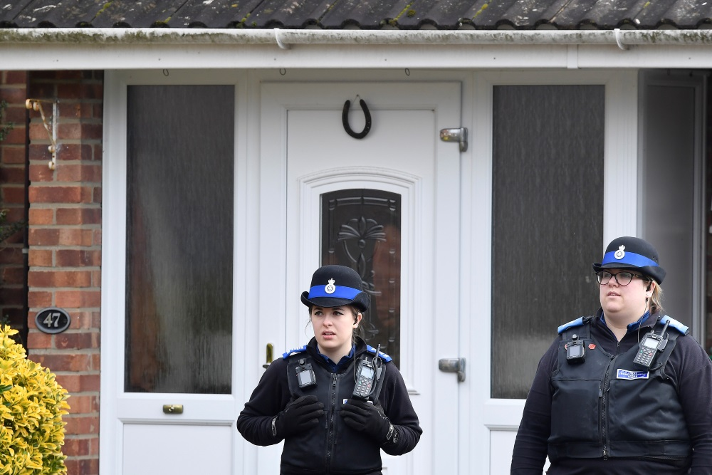 Arhīva foto. Policija pie Skripala mājas Solberi, 28.03.2018.