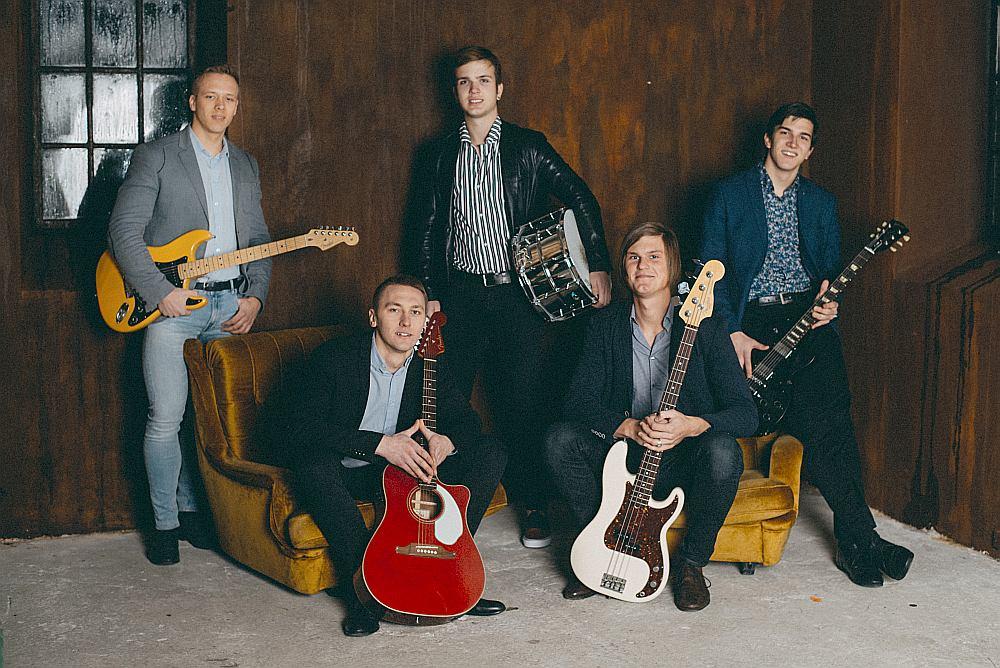 No kreisās: Dāvis Paeglis, Helvijs Kārkliņš, Bruno Lorencs, Silvestrs Lorencs un Teodors Kerimovs.