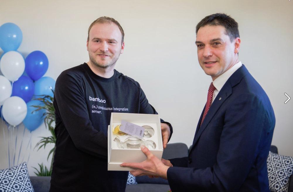 """IT uzņēmums """"TestDevLab"""" Liepājā atklāj savu trešo biroju Latvijā."""