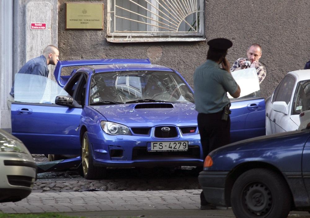 """Automašīna """"Subaru Impreza"""", ar kuru pārvietojās Vladimirs Vaškevičs, tika uzspridzināta 2007.gada 21.maijā."""