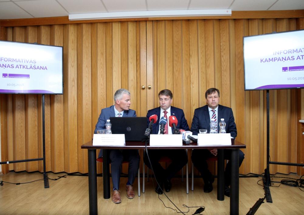 Autodirekcijas preses konference, 10.05.2018. Autotransporta direkcijas valdes priekšsēdētājs Kristiāns Godiņš (pirmais no kreisās).