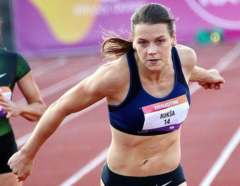 Sindija Bukša uzlaboja Latvijas rekordu 100 m sprintā, kas šķita vai nesatricināms.
