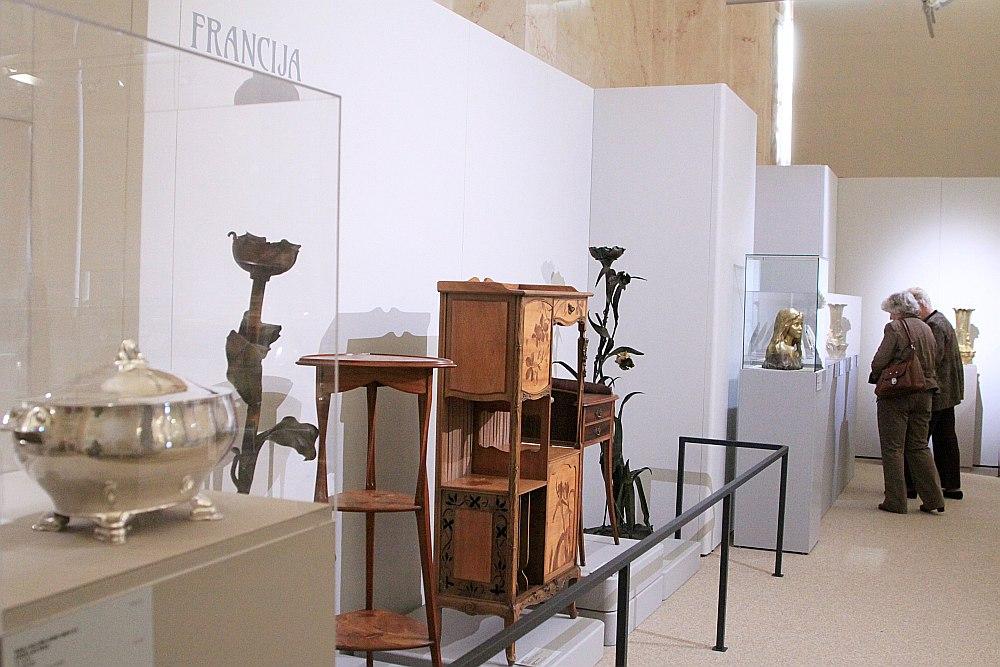 Apskatot krāšņo priekšmetu atlasi, nevar nelepoties ar mūsu māksliniekiem, kuriem 20. gs. sākumā izdevās tik ātri un kvalitatīvi ierakstīt Latviju pasaules modernās mākslas kontekstā.