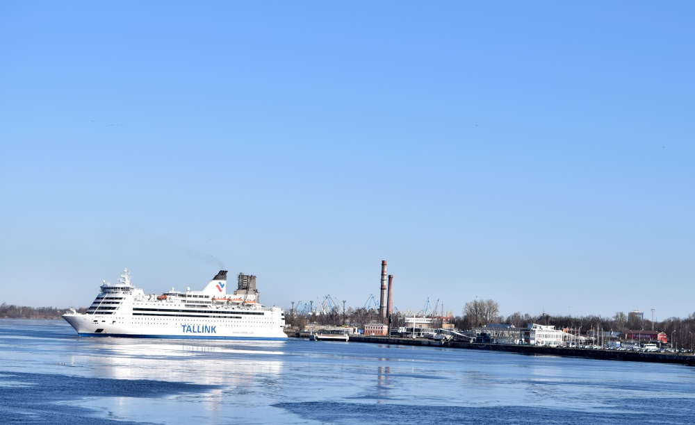 """""""Tallink"""" prāmis Rīgas ostā."""