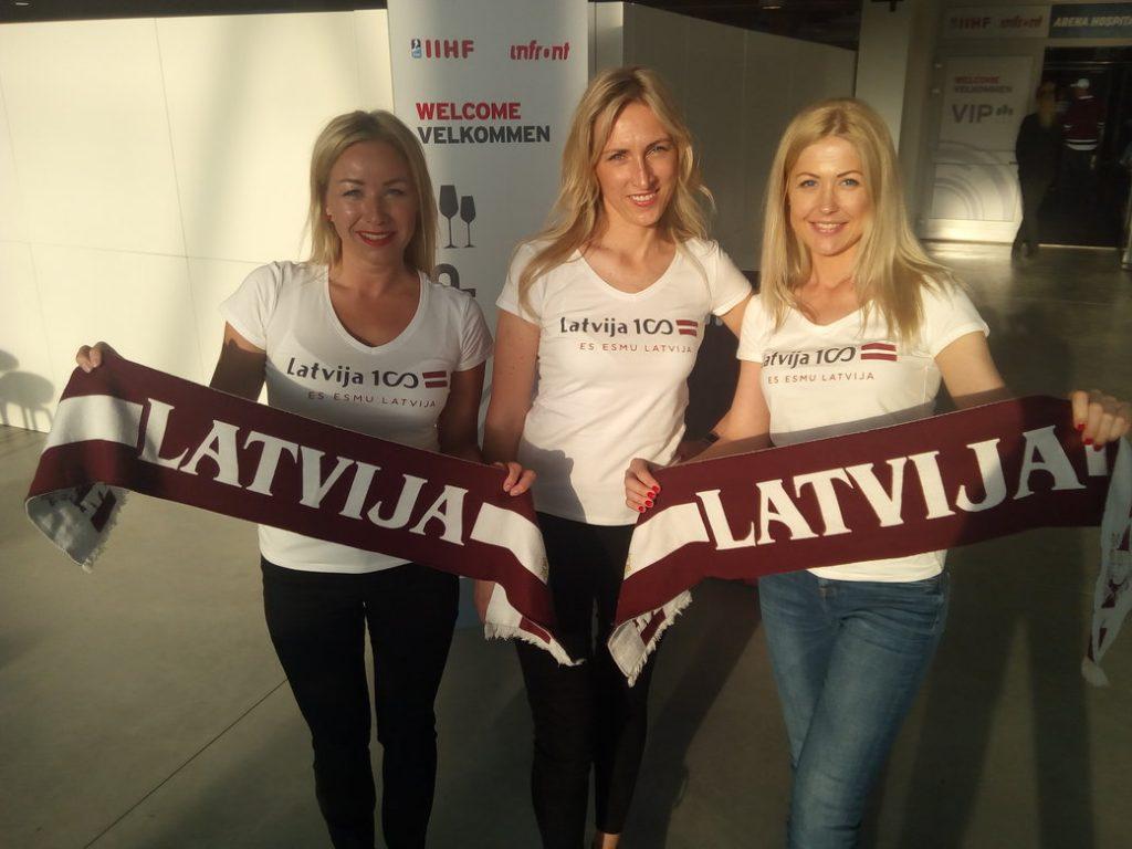 Daiga (pa kreisi), Zane un Jolanta pirms Latvijas un Kanādas spēles Herningā.