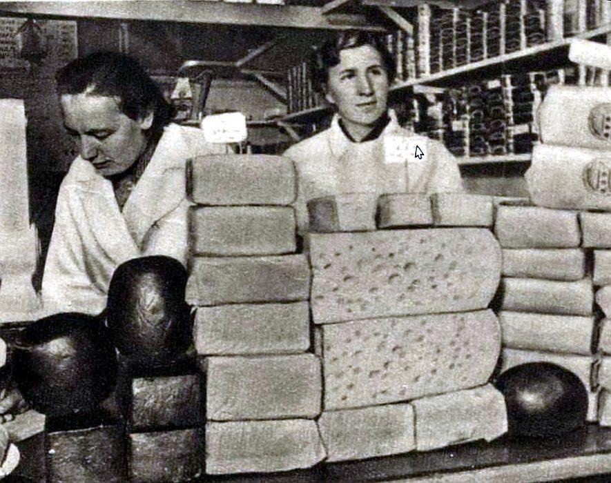 Piena produktu pārdevējas Rīgas Centrāltirgū 30. gados.