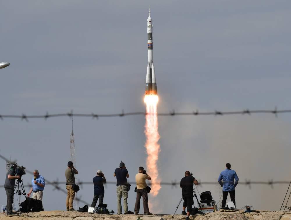 """Kosmosā tiek palaists Krievijas kosmosa kuģis """"Sojuz""""."""