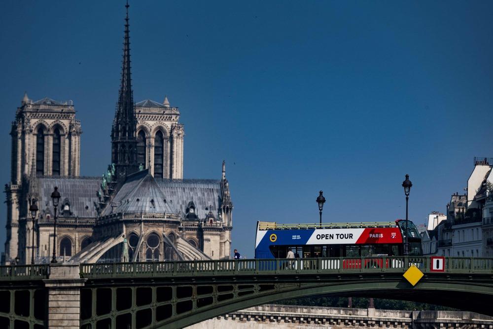 Ilustrastīvs foto. Parīze