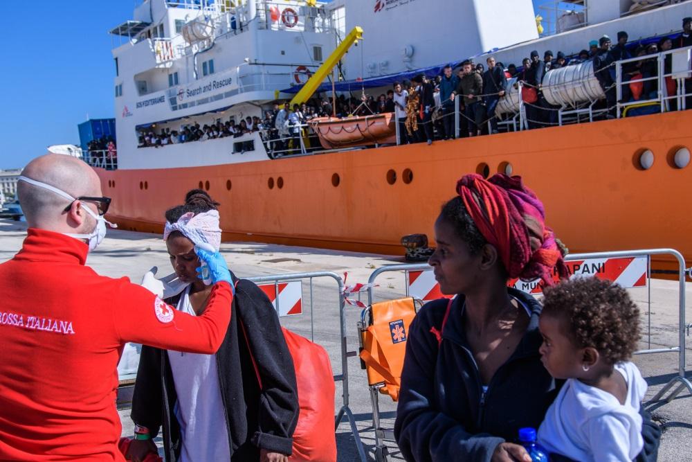 Ilustratīvs foto. Imigranti ierodas Itālijā, 2018.