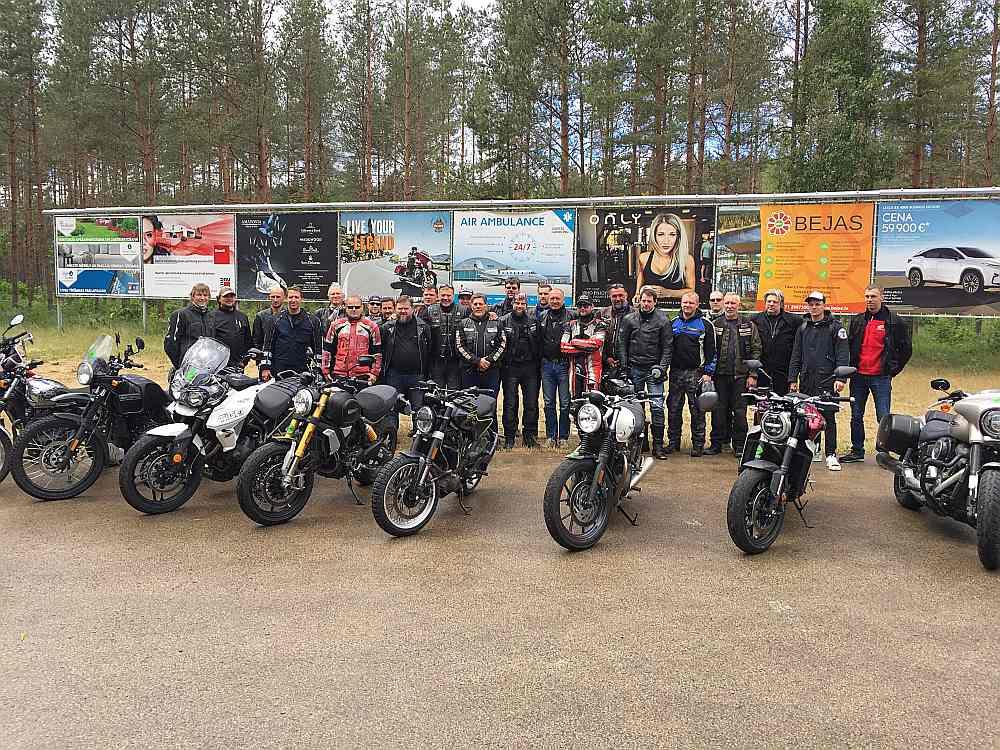 """Šogad konkursā """"Latvijas Gada motocikls"""" startē 19 motocikli."""