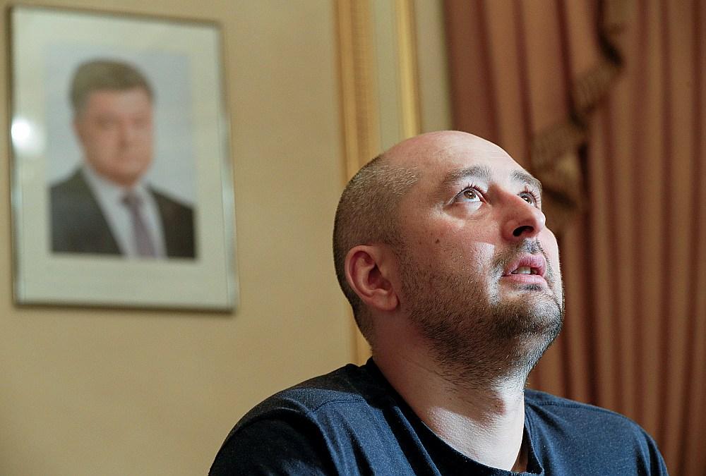 Žurnālists Arkādijs Babčenko vakar sniedza intervijas ārvalstu mediju pārstāvjiem.