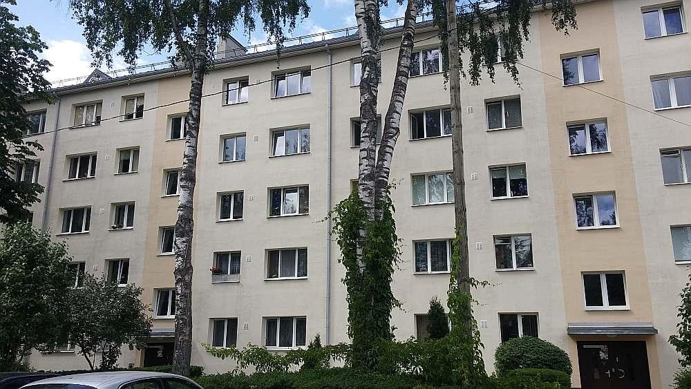 Renovētā māja Daugavpilī, Kandavas ielā 4. Pēc veiktajiem energoefektivitātes pasākumiem mājas dzīvokļiem paaugstinājušās cenas.