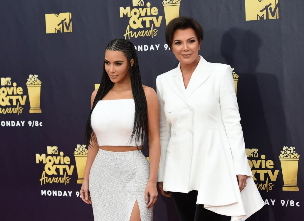 Kima Kardašjana ar mammu Krisu Dženeri