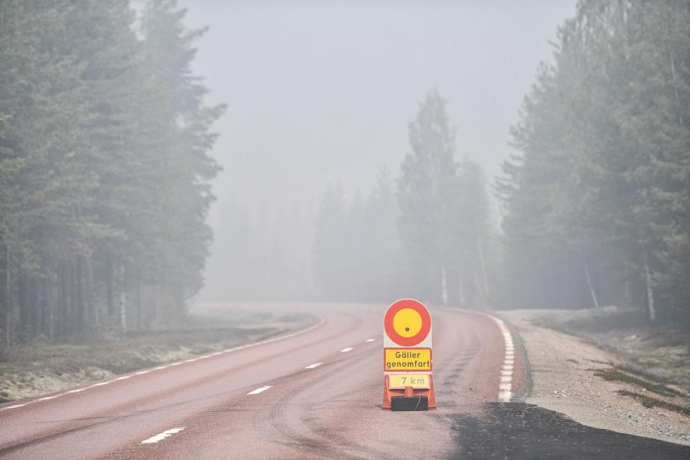 Zviedrijā atsevišķās vietās bloķēti ceļi mežu ugunsgrēku dēļ, 18.07.2018.