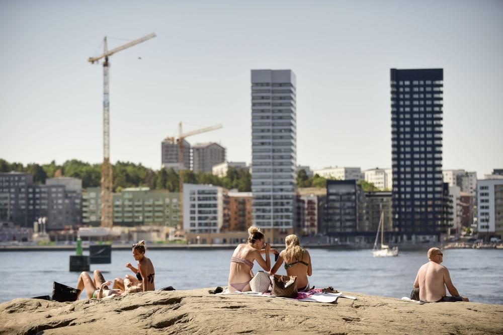 Karstums Zviedrijā, iedzīvotāji Stokholmā sauļojas, 16.07.2018.