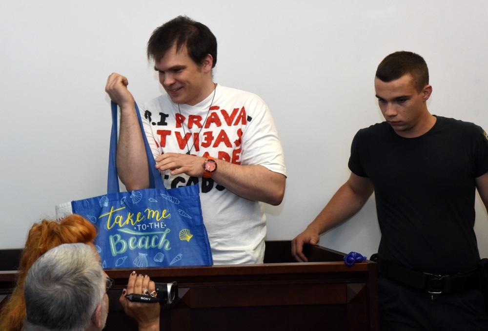 Ansis Anatols Bērziņš (foto – no kreisās) pirms tiesas sēdes, 16.07.2018.
