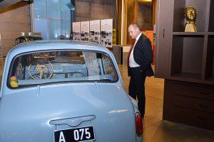 Gundars Daudze (ZZS) ir viens no labāk atalgotajiem deputātiem, papildus kā ārsts nopelna 1000 eiro mēnesī. Foto - Reinis Inkēns/Saeimas administrācija