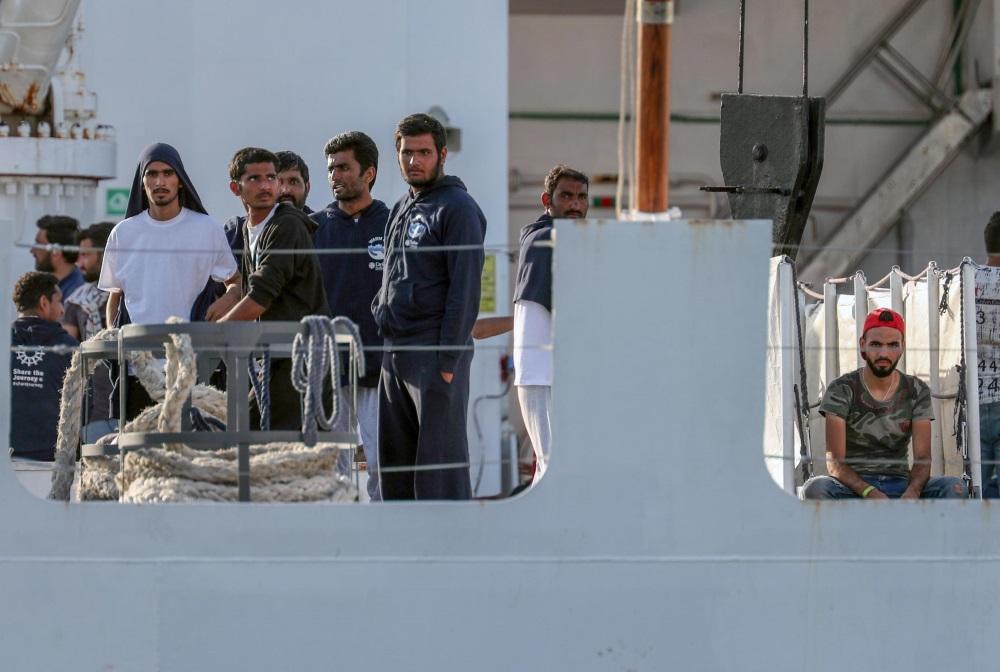 Itālijā migranti uz apsardzes kuģa, 12.07.2018.