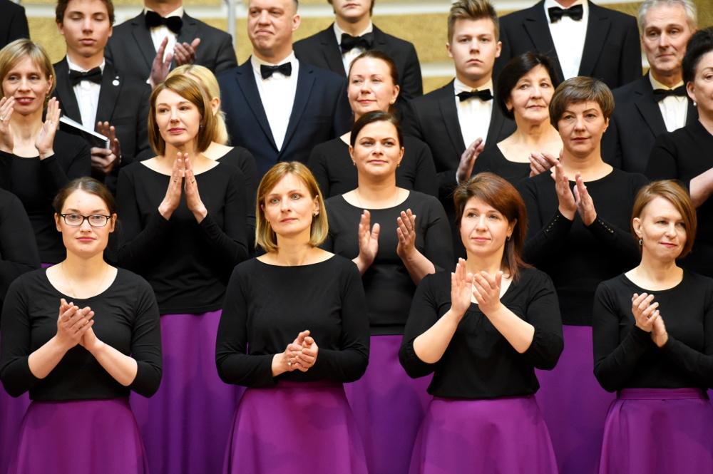 Dziesmu svētku Noslēguma koncertā piedalījās arī Lutera draudzes koris.