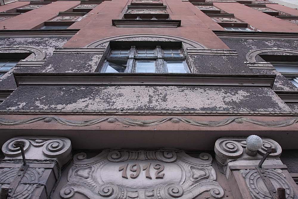 """Uzņēmuma """"Arco Real Estate"""" īres nodaļas nekustamo īpašumu aģents Mārtiņš Miezītis spriež, ka studentiem, tāpat darba un peļņas meklējumos galvaspilsētā iebraukušajiem piemēroti varētu būt, piemēram, īres dzīvokļi Čaka ielas 115. namā."""