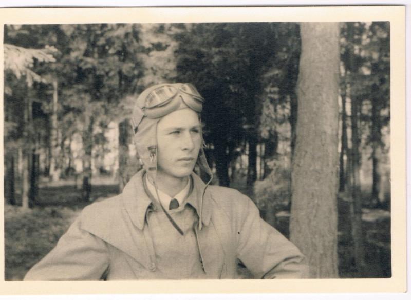 Jaunais pilots Pauls Frībels ap 1942. gadu.