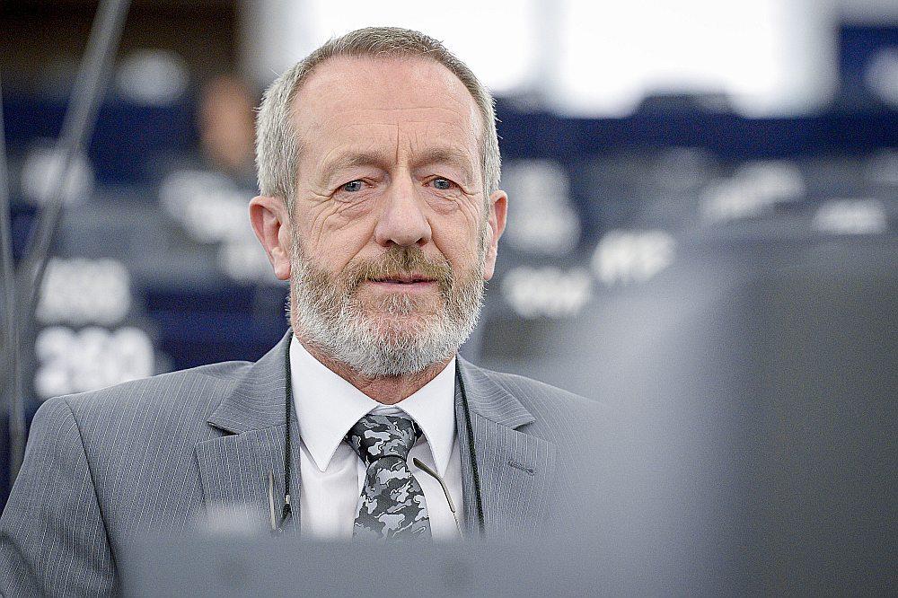 EP deputāts no Īrijas Šons Kelijs (Eiropas Tautas partiju politiskā grupa) jau uzrakstījis vēstuli Mitrofanovam, atsaucot savu parakstu no vēstules.
