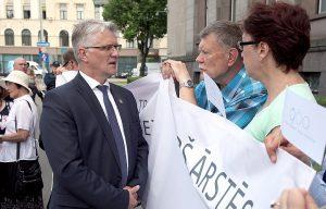 Jānis Trupovnieks (ZZS) saņem četrarpus reižu lielāku algu kā Veselības ministrijas parlamentārais sekretārs. Foto - Ieva Čīka/LETA