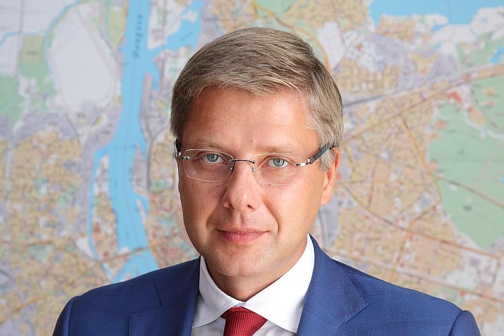 Nils Ushakov.