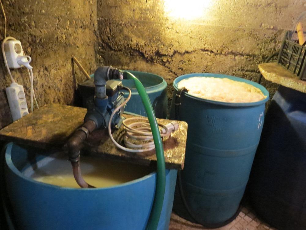 Rēzeknē ēkas pagrabā atklāta nelegālā alkohola ražotne, 2918.gada jūlijs.