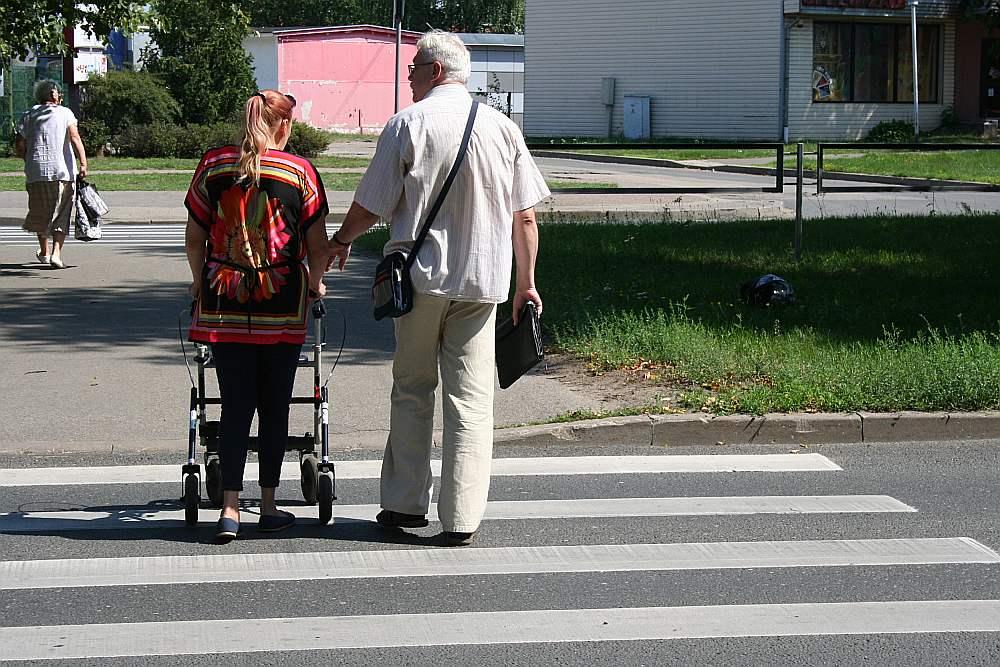Cietusī Svetlana ar vīru Andreju vietā, kur viņai uzbrauca.