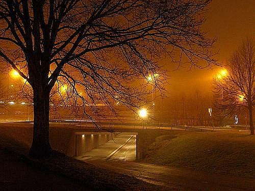 Nātrija spuldžu gaisma.