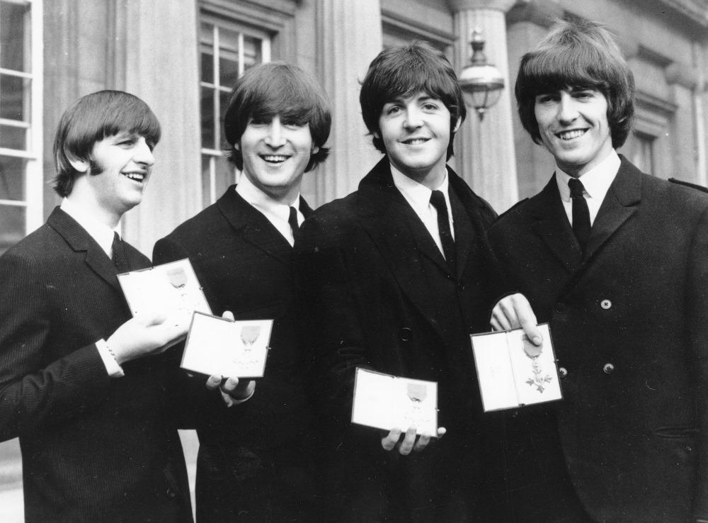 """Arhīva foto. """"The Beatles"""" kopā ar Džonu Lenonu (foto otrais no kreisās)."""