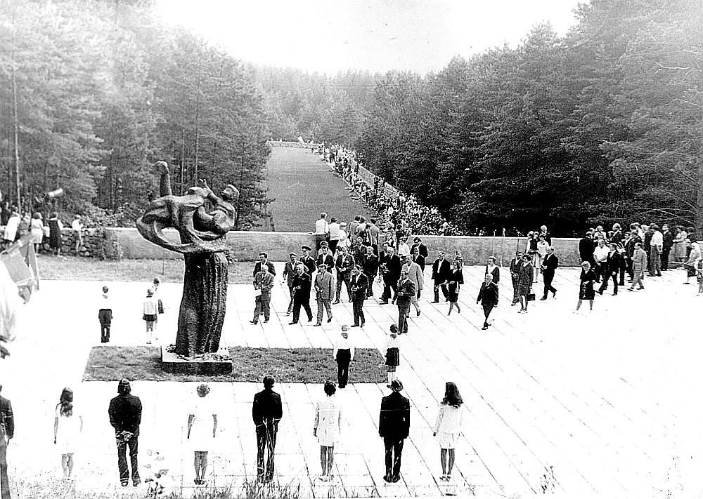 Ančupānu memoriāla atklāšanas pasākums 1974. gada 27. jūlijā.