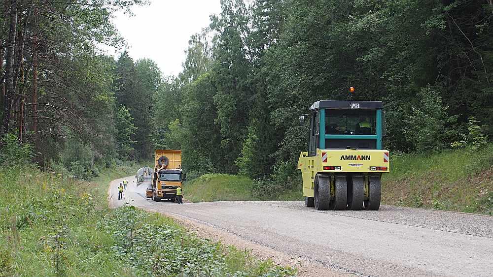 Nekad vēl Latvijas ceļu būve nav operējusi tik lieliem skaitļiem: 150 būvniecības objekti ar kopējo garumu 1200 km.