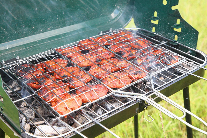 Pēc gaļas šašlika vēderā var būt smaguma sajūta, bet labi iemarinēta un pareizi sagatavota soja (ja vien nav uz grila ļoti apdedzināta), ātri pārstrādājas un neizraisa gremošanas traucējumus. Atkarībā no tā, kādas garšvielas un garšaugus pievieno, sojas šašliks iznāks pikants vai maigs un sulīgs.