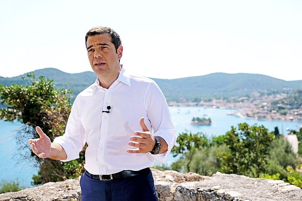 """""""Krīze ir beigusies,"""" tā savai tautai 21. augustā no Itakas salas pavēstīja Grieķijas premjerministrs Aleksis Ciprs."""