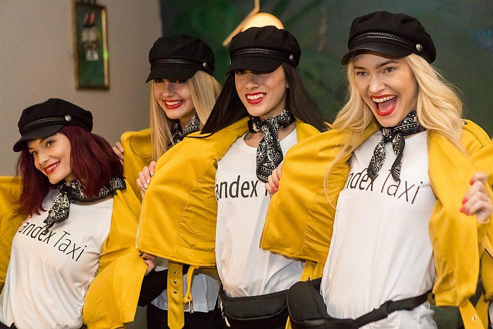 """Par plānu ieiet Baltijas valstu tirgos """"Yandex.Taxi"""" paziņoja 2016. gadā. Kopš šā gada marta """"Yandex.Taxi"""" darbojas Rīgā, bet kopš maija – Tallinā (attēlā – prezentācijas pasākums Tallinā), bet jūlijā sākusi darbību Lietuvas galvaspilsētā Viļņā, kur ar lietotnes palīdzību var izsaukt apmēram 300 taksometrus."""