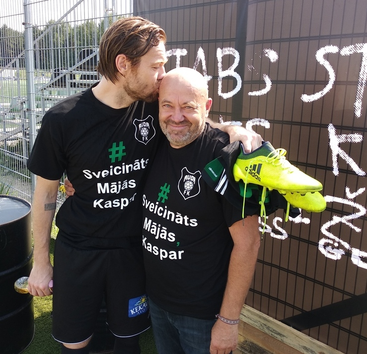 Kaspars Gorkšs ar tēvu Juri.